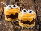Рецепта Крем с тиква, сирене маскарпоне, натрошени на парчета шоколадови бисквити и маршмелоу бонбони за десерт за Хелоуин